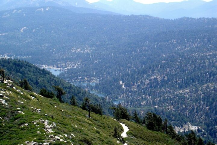 Big Bear. By jcookfisher - Big Bear Valley, CC BY 2.0, https://commons.wikimedia.org/w/index.php?curid=3739989
