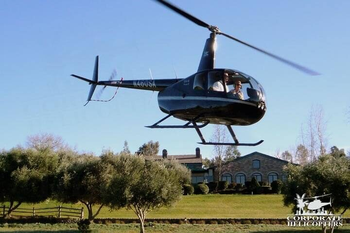 R44 Raven II flies on a helicopter tour
