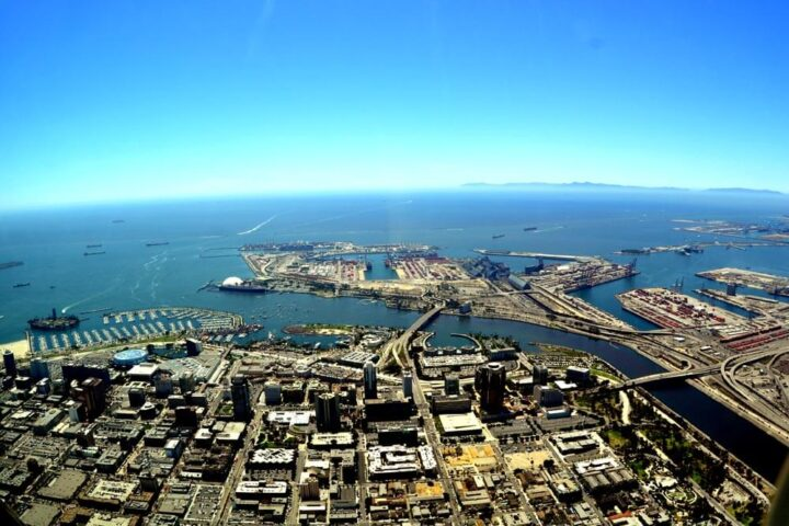 Long Beach. By Don Ramey Logan - Own work, CC BY-SA 3.0, https://commons.wikimedia.org/w/index.php?curid=11245559