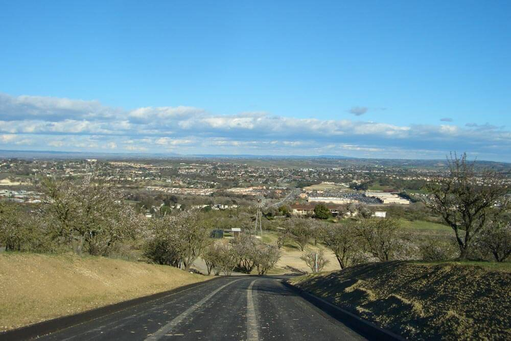 Paso Robles. By No machine-readable author provided. Houstontech assumed (based on copyright claims). - No machine-readable source provided. Own work assumed (based on copyright claims)., Public Domain, https://commons.wikimedia.org/w/index.php?curid=1721906