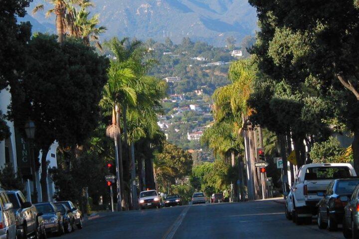 Santa Barbara. By David Liu - Own work, CC BY-SA 3.0, https://commons.wikimedia.org/w/index.php?curid=11654777